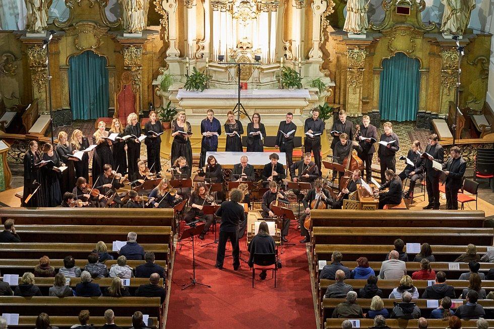 Úvodní koncert Trutnovského podzimu v místním kostele. Zazněla mše h moll Johanna Sebastiana Bacha v podání Czech Ensemble Baroque Orchestra & Choir.