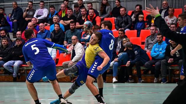 Druhým nejlepším střelcem podzimní části I. ligy se stal dvorský Petr Voňka (uprostřed). Celkem nastřílel 77 branek.