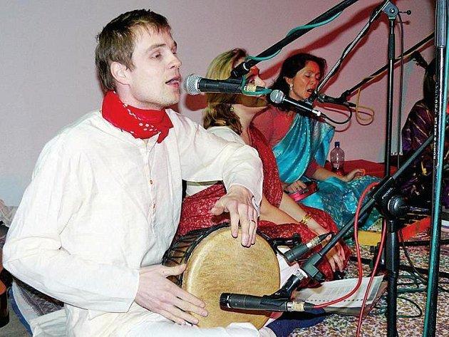 Indická meditace v Hostinném