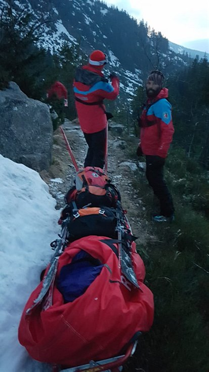 Prvomájový zásah Horské služby ve skialpinistickém vybavení.