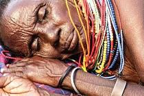 TĚŽKÝ ŽIVOT afrických žen mapuje nová výstava fotografií Lenky Klicperové v zoo Dvůr Králové.