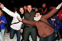 Zahájení zimní sezóny počasí nepřálo, lidé se i tak bavili