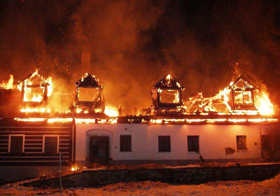 Přes milion korun, to je účet za požár penzionu Jívce