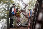 Rozhlednu Žaltman v Jestřebích horách v říjnu rozebrali zdarma nadšenci z Červeného Kostelce. Letos vyroste nová, otevřená bude 24. září.