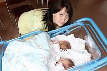 ŠTĚPÁN A MATĚJ se narodili 30. června v 11.01 a 11.02 hodin Evě Hynkové a Miloslavu Žáčkovi. Štěpán vážil 2,47 kg, Matěj 2,25 kg. Doma jsou v Trutnově.