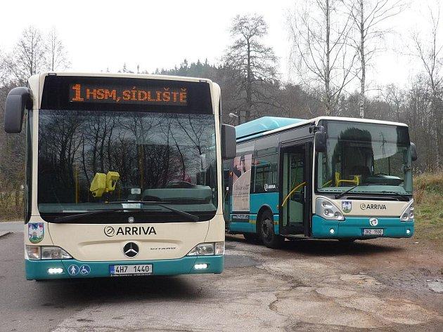 Autobusy.