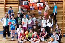 Basketbalové osobnosti odměnou pro lomnickou školu