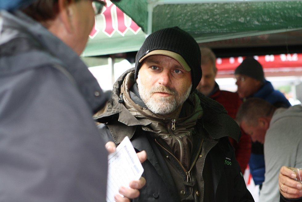 LLákavá vůně a znamenitá chuť přivábily velké davy návštěvníků na 11. ročník oblíbené soutěže Krakonošův guláš v Peci pod Sněžkou. Zapojily se do ní také známé herecké postavy.
