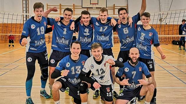 Volejbalisty Dvora Králové čeká v sobotu poslední dvojzápas sezony. V domácí bitvě s Chocní se pokusí uhájit třetí příčku.