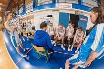 Basketbalistky trutnovské Lokomotivy.