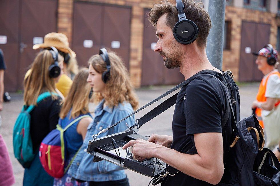 Vystoupení Elišky Brtnické Hang Out v areálu Pivovaru Krakonoš při festivalu Cirk-UFF v Trutnově.
