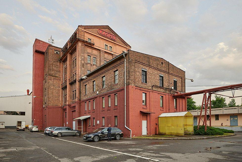 Manželé Kasperovi se rozhodli změnit historický objekt bývalé elektrárny v Poříčí na centrum současného umění. Otvírat ho chtějí v dubnu 2023.
