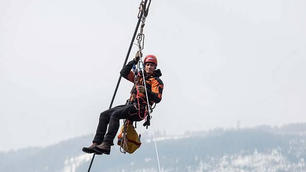Společné česko-polské cvičení hasičů na lanovce na Sněžku.