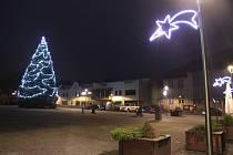 Město Rtyně v Podkrkonoší má nové dekorativní světelné prvky na Hornickém náměstí i v přilehlých ulicích.