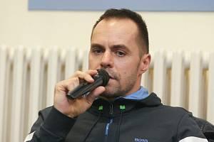 Na vrchlabském ledě v úterý trénoval mistr světa i české extraligy Tomáš Rolinek. Nastoupí zde i k druholigovým zápasům?