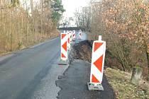 Na cestě z Vilantic na Sedlec se utrhla silnice, projedou jen osobáky.