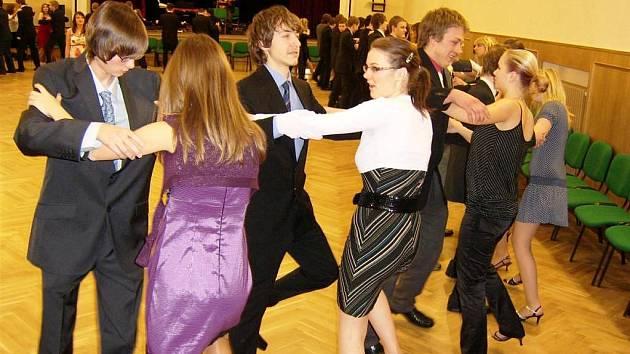 V tanečních se můžete naučit i správně stolovat - Moravskoslezský deník c5b8dd7205