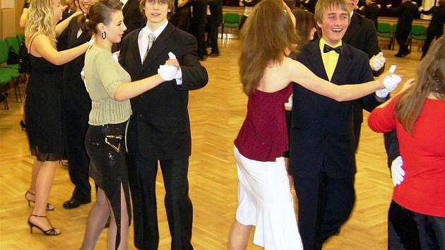 Kurzy společenského chování a tance ve vrchlabské Střelnici