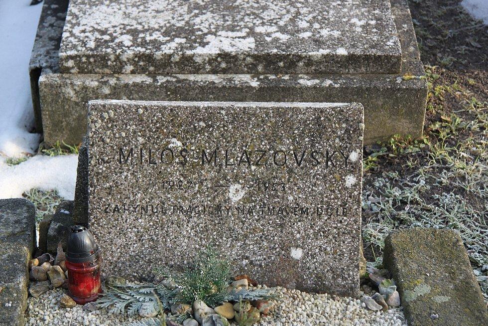 Student Miloš Mlázovský byl pohřben na hřbitově ve Rtyni v Podkrkonoší.