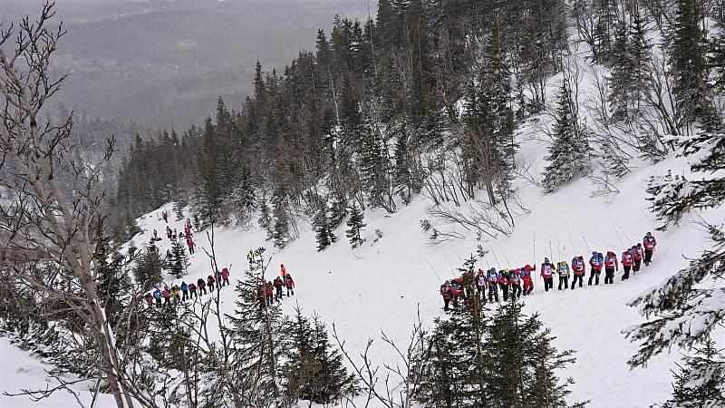 Ze zásahu Horské služby u nedělní laviny v Krkonoších