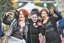 Poslední dubnový večer u ZŠ R. Frimla v Trutnově patřil oslavě svátku všech čarodějnic. Nechyběla řada soutěží, opékání a vyhlášení Miss čarodějnice či Missák čarodějník.