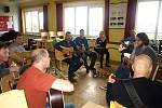 Bluegrassová dílna v Malých Svatoňovicích