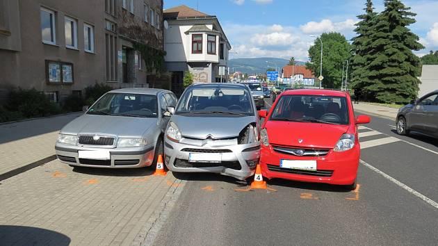 Jen ťukanec po výjezdu z parkovacího místa, ale škoda přesahuje 110 tisíc korun.