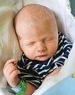 VOJTĚCH ADÁMEK se narodil Barboře Hallerové a Jiřímu Adámkovi 24. dubna v 10.07 hodin. Vážil 3 kilogramy a měřil 47 centimetrů. Rodina bude mít domov v Mladých Bukách.
