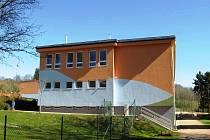 Za pozemky pod školou a školkou dala obec čtvrt milionu korun