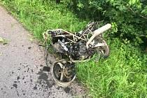 Při tragické nehodě u Horní Branné zemřel muž na motorce.