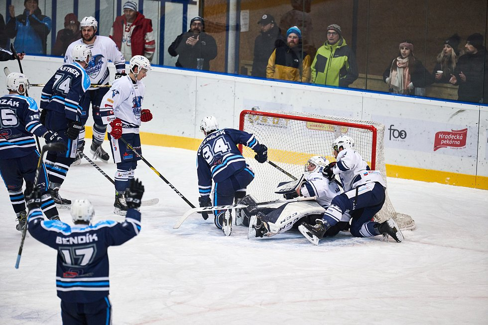 Trutnovští hokejisté v podkrkonošském derby vůbec nestačili na Vrchlabí.