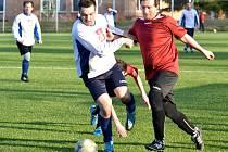 HRDINOU KOLA lze označit třeba Jakuba Votočka ze Stružince. Libštátu vstřelil dva góly. Vpravo hostující Tomáš Koldovský.