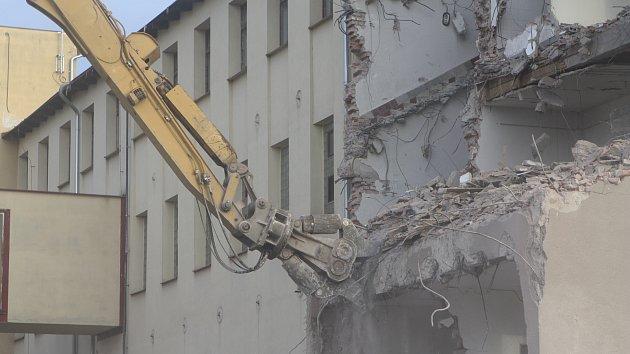 Bourání bývalého Texlenu v Trutnově, 23. února 2019