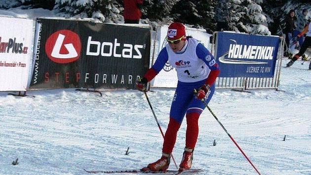 Prvním velkým závodem v běhu na lyžích byl víkendový závod FIS – Slavic cupu, který se jel jako 14. ročník Velké ceny Jilemnice v areálu v Horních Mísečkách. Vítězka Eva Nývltová (SKP Jablonec) finišuje do cíle sobotního závodu.