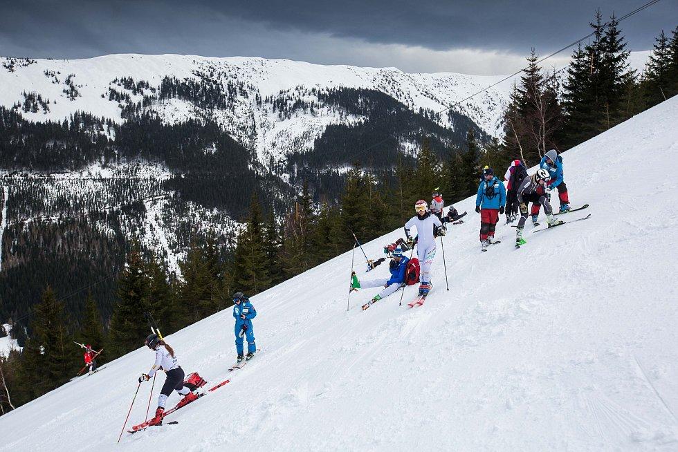 Přípravy na Světový pohár v lyžování ve Špindlerově Mlýně.