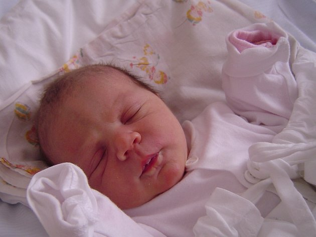 VALENTINA GRÉGROVÁ se mamince Simoně narodila 27. listopadu ve 22 hodin a 25 minut. Vážila 3,19 kilogramu. Společně s tatínkem Tomášem a sourozenci Karolínou a Jiřím jsou doma ve Vrchlabí.