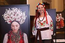 Život, zvyky a tradice východoevropské země přibližuje regionální ukrajinský spolek ve východních Čechách. Výstavu ve Vrchlabí ve středu dokonce zahájil velvyslanec Ukrajiny v ČR Yevhen Perebyinis.