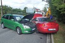 Ve Dvoře Králové se srazila tři auta.