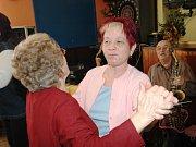 Důchodci v Mladých Bukách slavili MDŽ