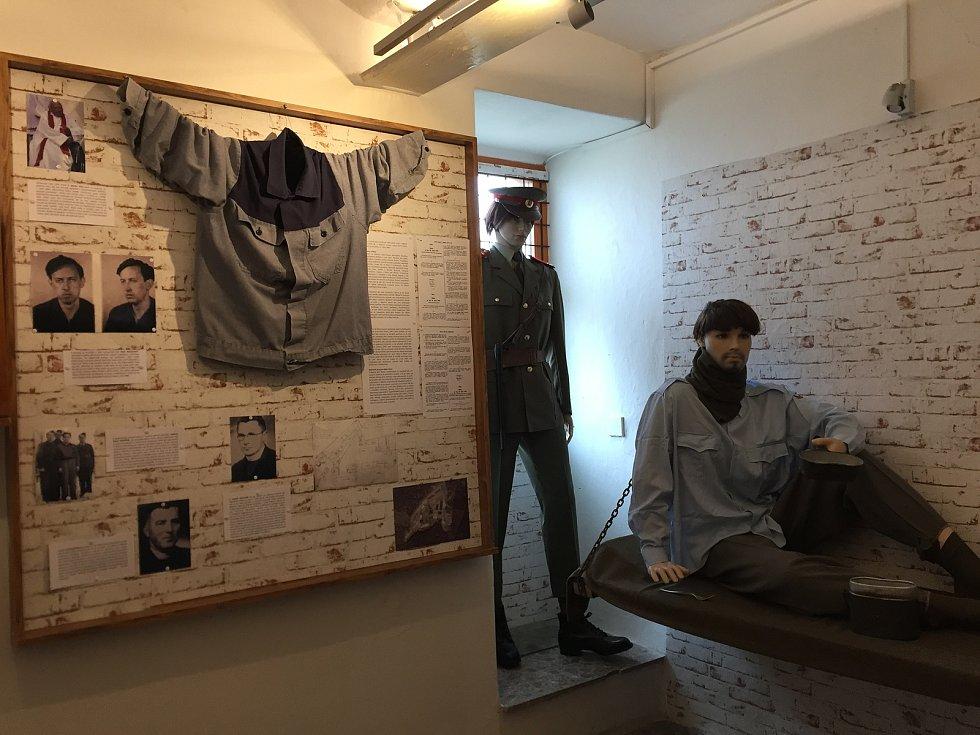 Na neblahý milník historie v lesích Jestřebích hor se zaměřilo muzeum ve Rtyni v Podkrkonoší, které připomíná  komunistický lágr v Tmavém Dole v nové stálé expozici.
