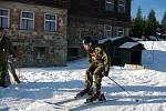 Vojáci na horském víceboji v Krkonoších.