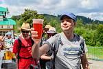 Zdolat Nachmelenej pochoďák, to znamenalo ujít 10 kilometrů přes osm pivních zastávek.