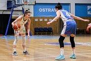 Utkání 10. kola Ženské basketbalové ligy: SBŠ Ostrava - BK Loko Trutnov, 5. prosince 2018 v Ostravě. Na snímku (zleva) Rašková Natálie, Potočková Michaela.