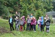 Školáci pronikali do tajů lesa v Trutnově