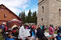Tradiční výstup na Žalý přilákal dvě tisícovky horalů