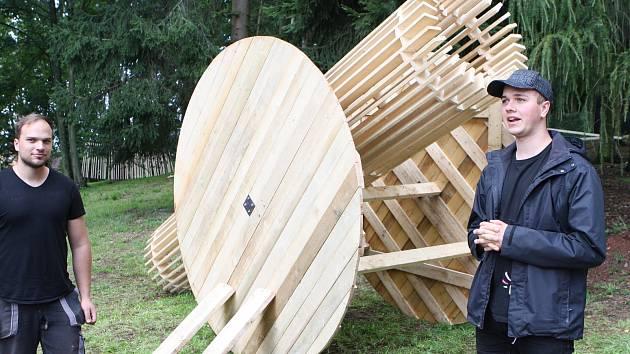 Z vernisáže prací studentů architektury na trutnovském Bojišti.