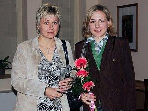 Bronzová olympijská medailistka Karolína Erbanová na archivním snímku s maminkou Simonou. V den úspěšného závodu spolu na dálku sledovaly hokejový zápas našich se Švýcarskem.