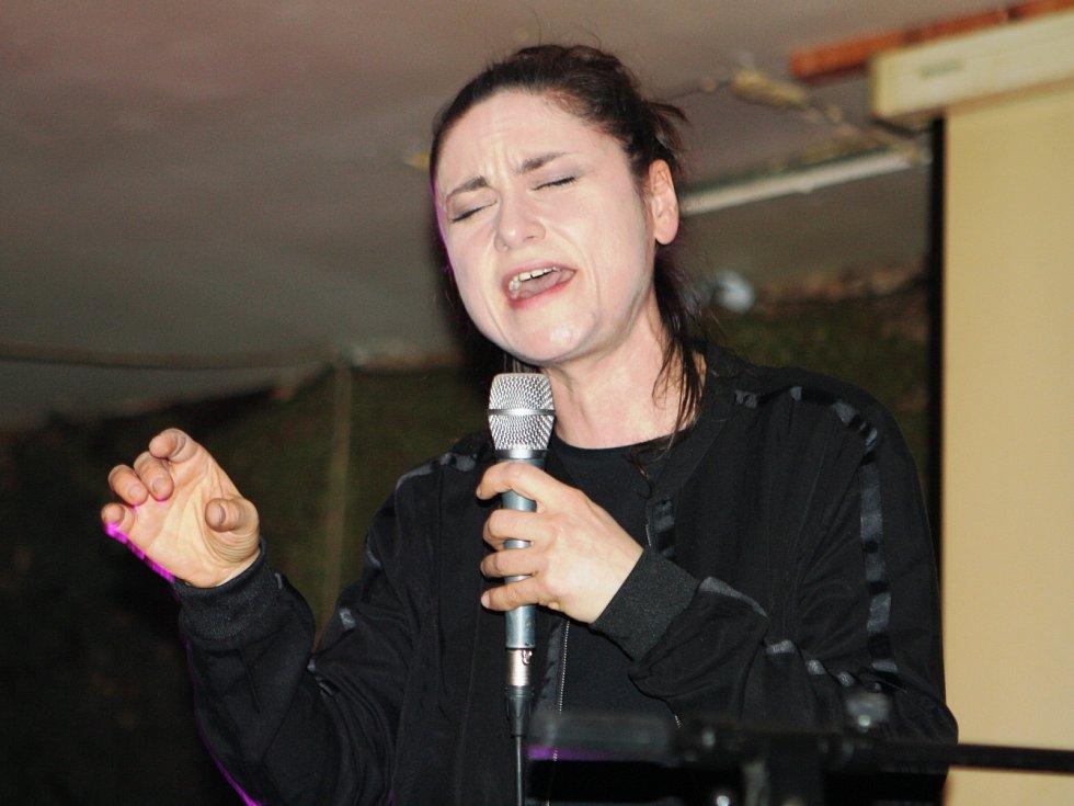 Lenka Dusilová ve Vrchlabí