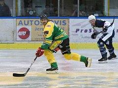 Hokejista Martin Filip ve dvorském dresu končí už po pěti odehraných zápasech.