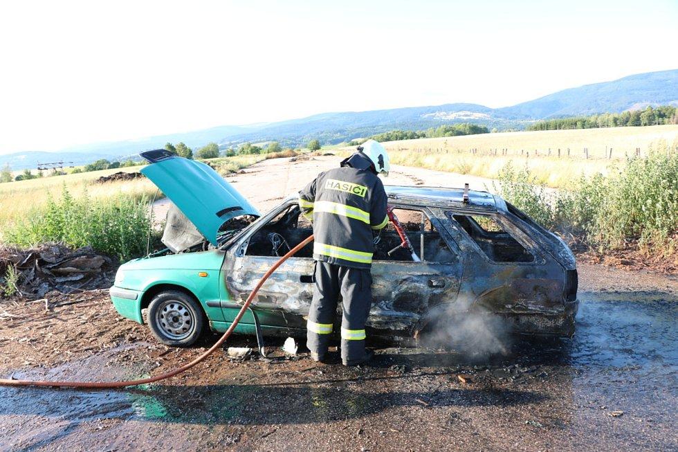 Požár auta - Černý Důl, Fořt.